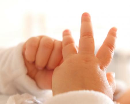 Разследват смъртта на 18-месечно бебе с изгаряния в Габрово