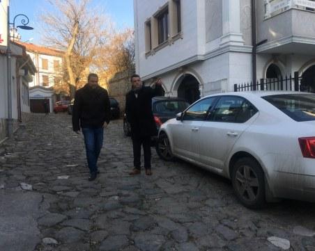 Слагат бариера на още един от входовете към Стария град в Пловдив