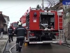 Голям пожар горя край Пловдив тази нощ