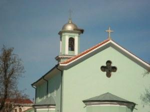 Намериха оставени 2000 лева в олтара на църква в Асеновград