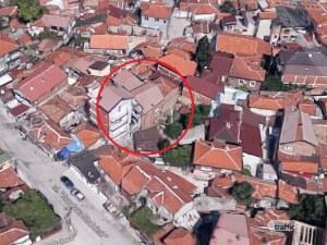 Собственик на незаконна къща върху улица в Аджисана брани в съда имота си, бил само надстройка СНИМКИ