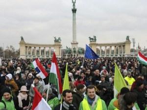 Хиляди се бунтуват срещу увеличаването на извънредното работно време в Будапеща