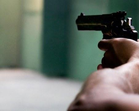 Мъж простреля собственик на заведение и се самоуби