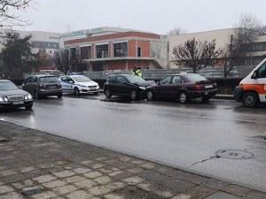 Две коли се удариха челно на Пещерско
