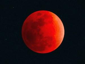 """""""Кървава луна"""" ще гледаме утре сутринта"""