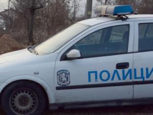 24-годишен атакува полицаи със сабя в ромския квартал на Сливен