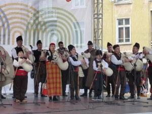 33-ма подкрепиха културния календар на Пловдив, Бебето скочи за деня на майчиния език