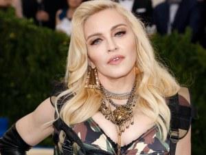 Мадона изненада феновете си с нова прическа СНИМКА