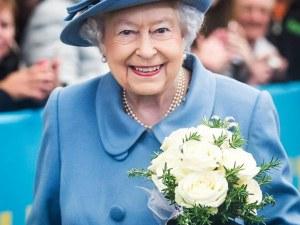 Защо английската кралица не се нуждае от шофьорска книжка?