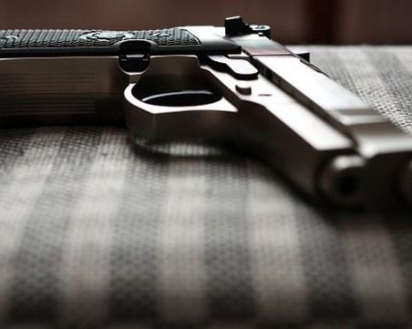 Пловдивски полицаи спряха за проверка асеновградчанка, откриха пистолет в колата й