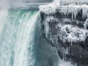 Ниагарският водопад замръзна ВИДЕО
