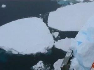 Изследователски кораб се удари в айсберг край Антарктида ВИДЕО