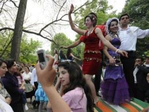 """Мерки срещу ранните ромски """"бракове"""" иска просветният министър"""