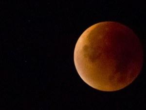 Метеорит се сблъскал с Луната по време на затъмнението