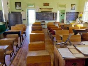 Пловдивски училища принудени да закриват паралелки, учители излизат на протест