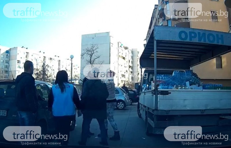 ВИДЕО показва сблъсъка между жена и полицай в Пловдив