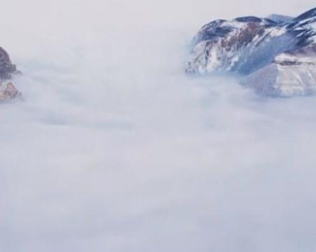 Това ВИДЕО ще ви остави без дъх! Планината, погълната от море...