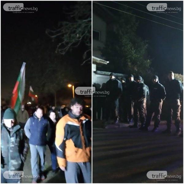 Земята за ромите да стане гробище!, предлага кметът на Войводиново! Полицията препречи пътя на протестиращите ВИДЕО+СНИМКИ