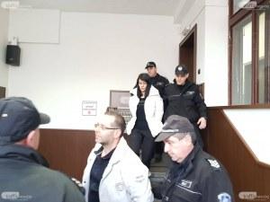Оставиха в ареста бившия митничар и жена му, точили еврофондове