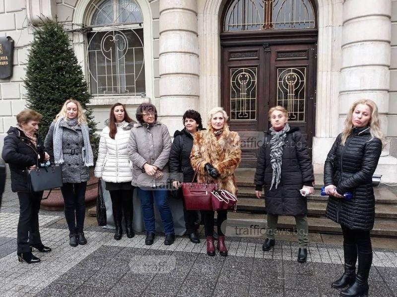 Медицински сестри окупираха Община Пловдив, искат увеличение на заплатите СНИМКИ и ВИДЕО