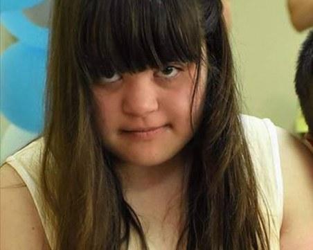 Изчезна 11-годишната Алекс! Родители, полиция и десетки семейства търсят детето СНИМКИ