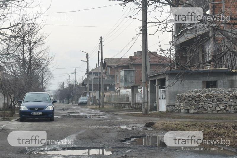 Кметицата на Крумово: Уличната ни мрежа не е ремонтирана отпреди 89-а ВИДЕО и СНИМКИ