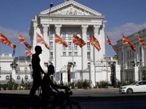Слагат табели с новото име в Македония