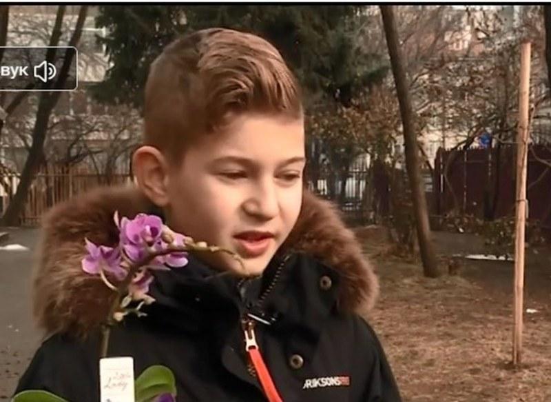 10-годишно момче събра пари, за да купи орхидея за рождения ден на майка си ВИДЕО