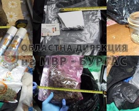 Седем души, между които и жена, са задържани за разпространение на наркотици в Бургас СНИМКИ