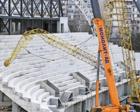 Стрела на кран се стовари върху строежа на новата спортна зала в Бургас СНИМКИ