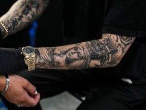 Започна кампания за премахване на татуировки в Холандия