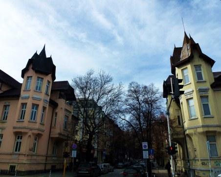 """Каква е историята на къщите близнаци на улица """"Оборище""""? СНИМКИ"""