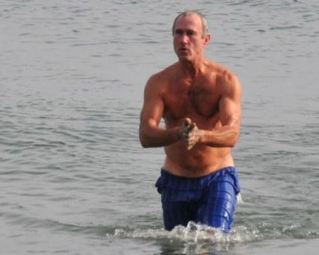 На плаж през февруари: Термометрите в Бургас показват 14 градуса СНИМКИ