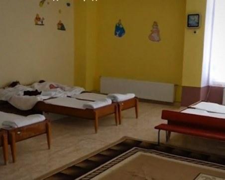 След псувните, ударите, обидните думи, и то на турски... върнаха на работа медсестри в ясла
