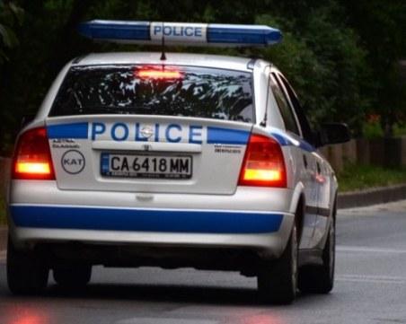 Шофьор затапи друг в Шумен, за капак - удари полицай
