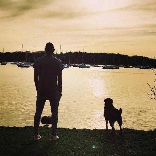 Кучето на загиналия футболист Емилиано Сала още го чака СНИМКИ