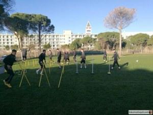 Локо играе срещу сърби днес в Турция