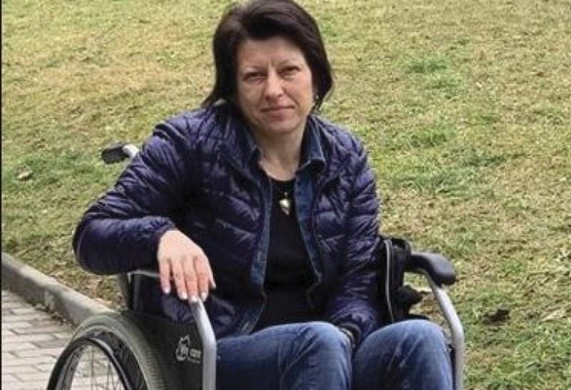 Медицински феномен! 38-годишна жена през деня е в инвалидна количка, а през нощта ходи