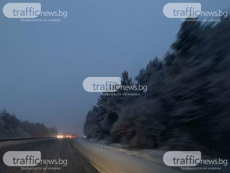 Снежна виелица на магистрала Тракия! Снегорините едва смогват СНИМКИ