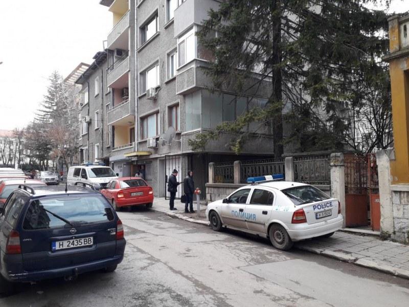 Откриха мъртви двама пенсионери, разследват убийство и самоубийство