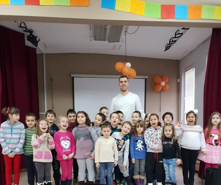 Пловдивски ученици с благотворителен концерт, за да помогнат на възрастни хора СНИМКИ