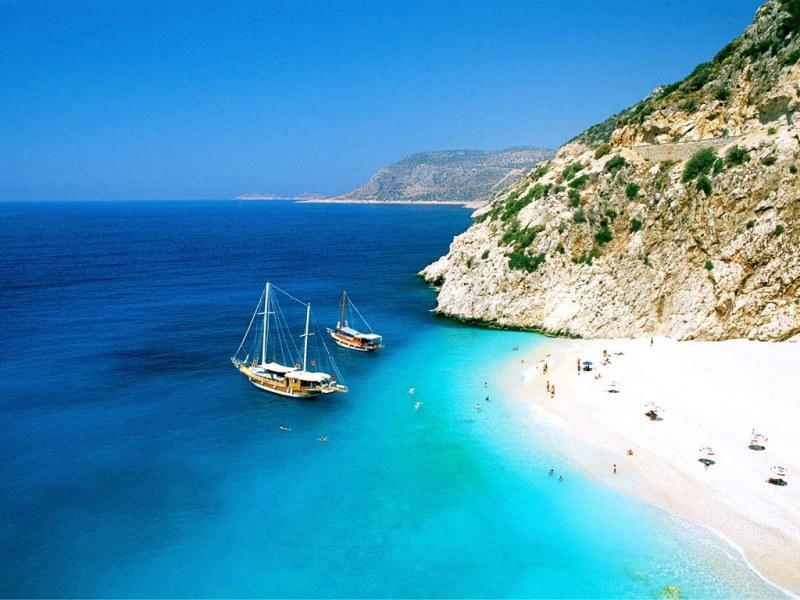 Перлен плаж на половин цена… Турция ни краде туристите