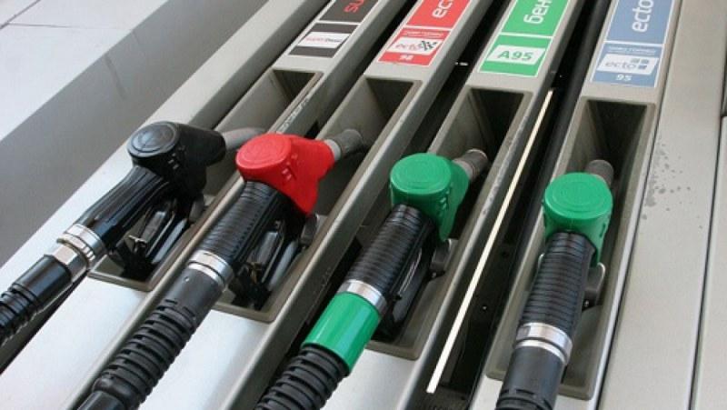 Продънени портмонета! Бензинът прехвърля пак 2 лева за литър