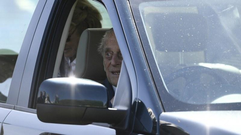 Съпругът на британската кралица доброволно върна шофьорската си книжка на 97 години