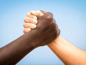 Адидас изтегля от пазара хиляди маратонки заради обвинения в расизъм