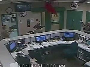 Затворник се опита да избяга, пропадна обаче през тавана
