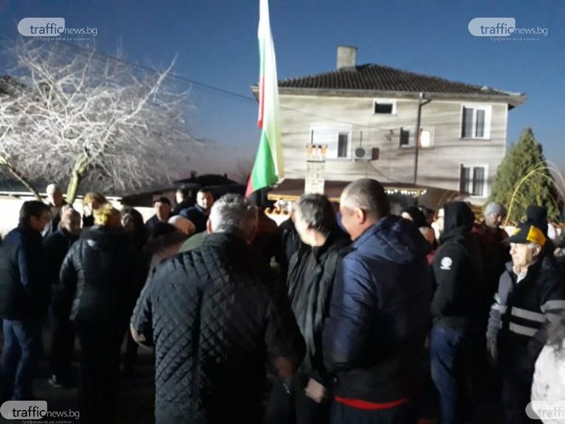 Войводиновци: Няма да допуснем ромите да се върнат! Готови сме на крайни мерки СНИМКИ