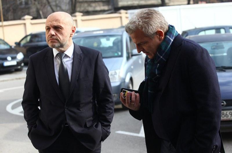 Дончев защити Москов за ваксините, още трима министри на разпит