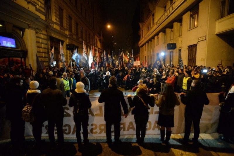 Стотици унгарци се вдигнаха на протест! Искат оставката на Орбан