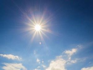 Какво време ни очаква? Слънчев понеделник, снежен вторник!